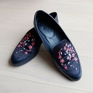 EUC Black Soft Leather Satin Lopez Floral Loafers